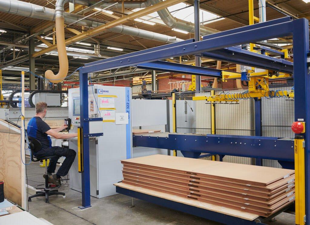 CNC-operator Van Vuuren